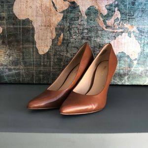 Used twice Nine West Tan Heels